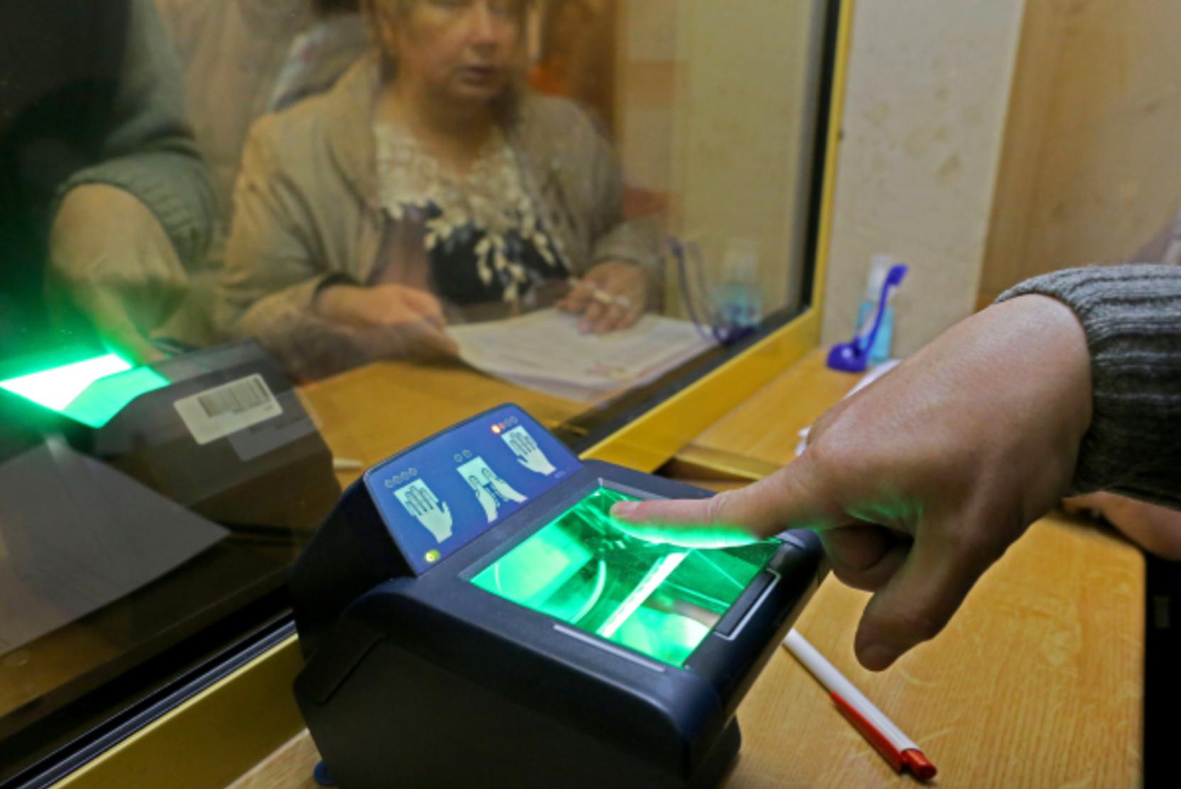 МВД: электронные паспорта россиян будут содержать отпечатки двух пальцев рук