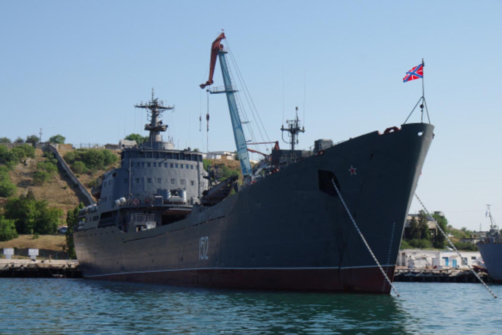 Отряд российских кораблей вышел на учения в Черное море