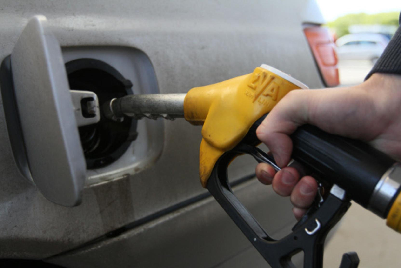 Эксперт: роста цен для потребителей на бензин в январе ждать не стоит