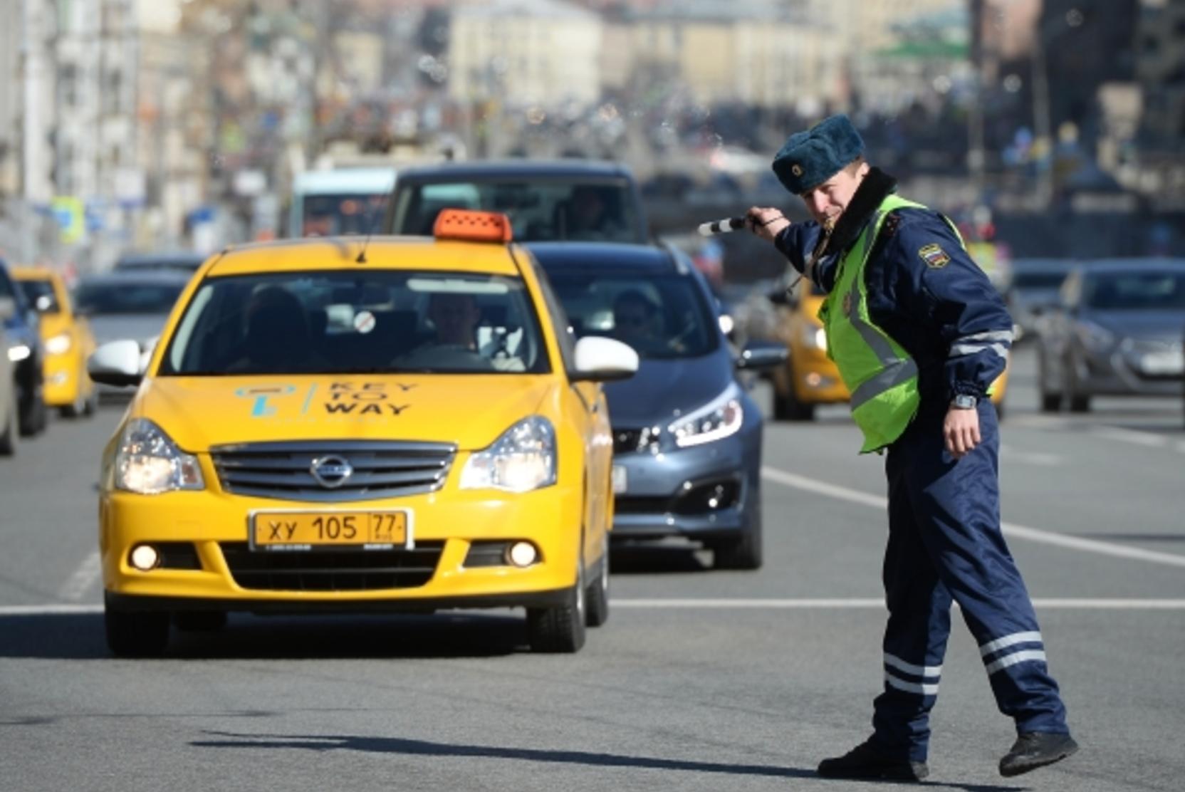 Автомобилисты призвали усилить контроль за таксистами на дорогах