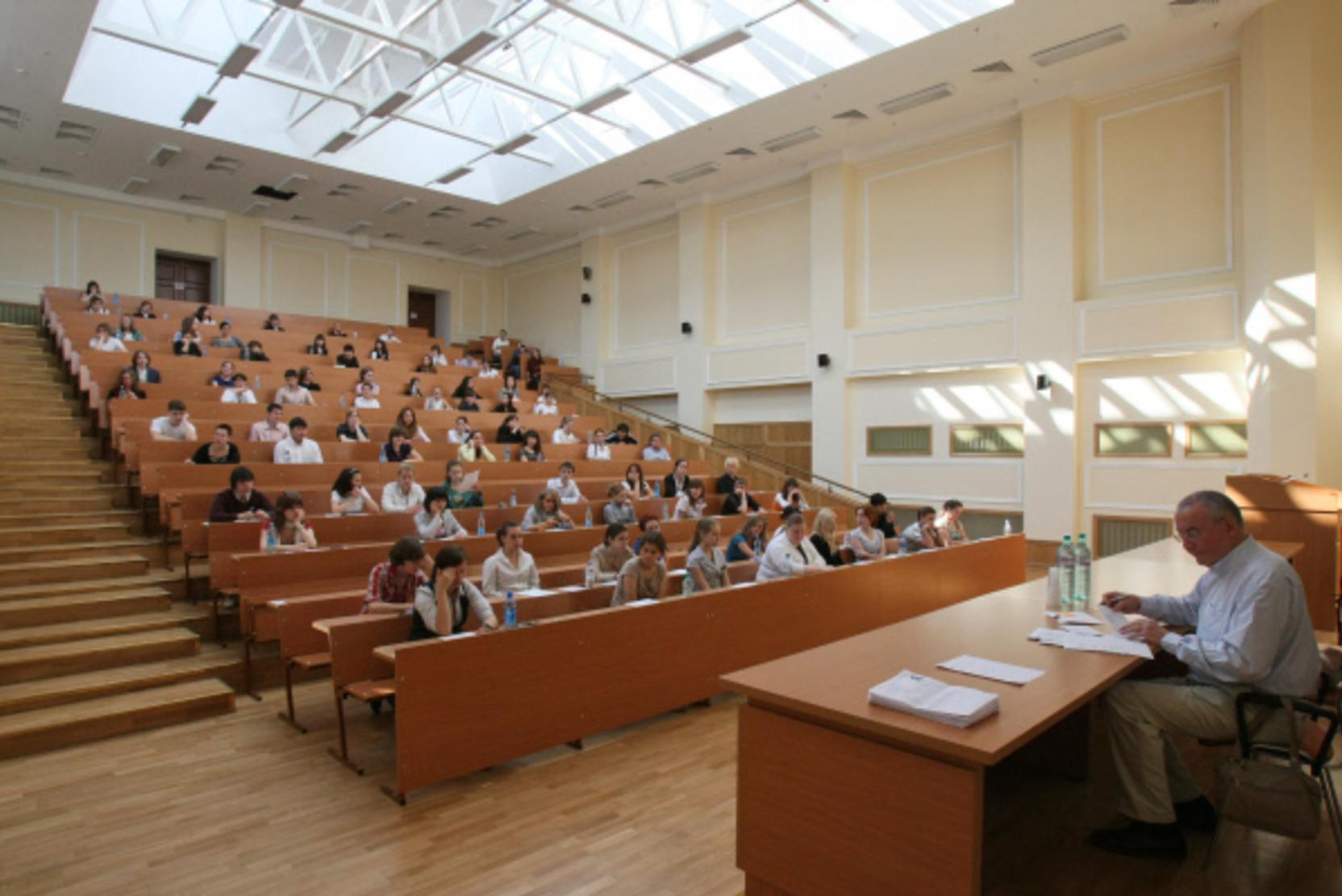 В Минобрнауки рассказали о возможности снижения стоимости дистанционного обучения в вузах