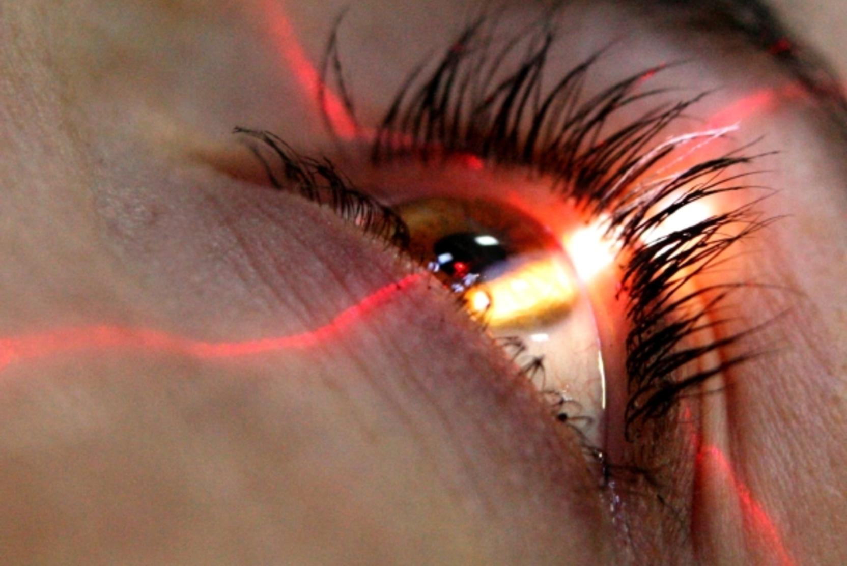 Офтальмолог сообщил, как улучшить зрение за три минуты в день