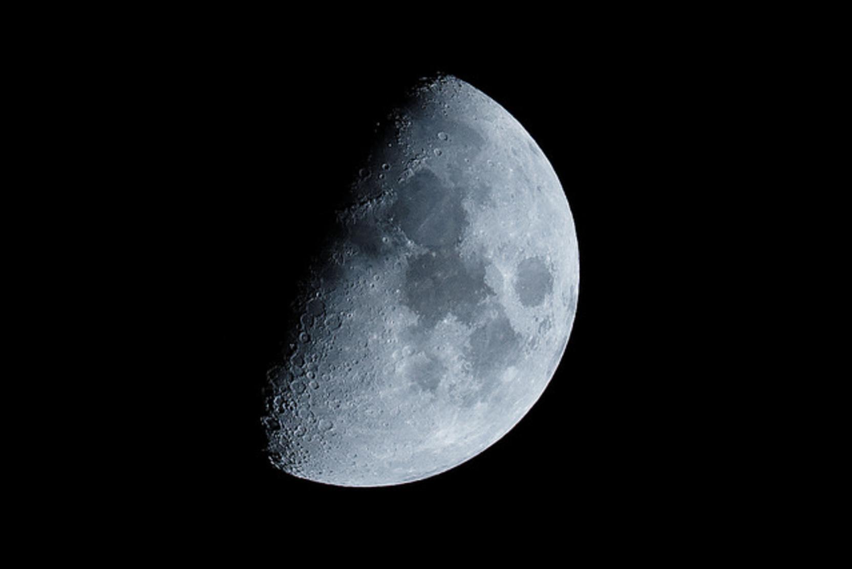 РАН предложила отложить создание ракеты для полета на Луну