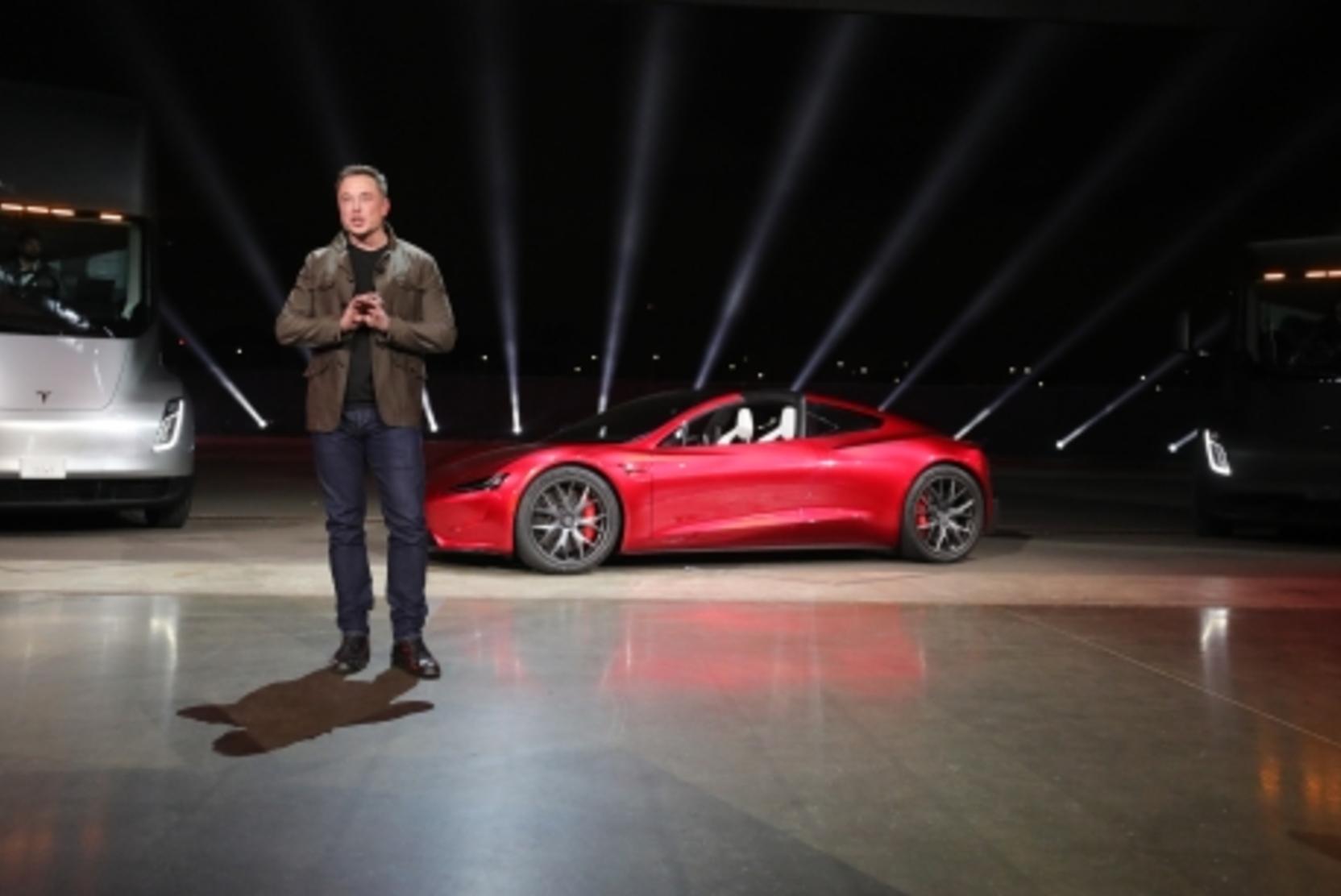Маск рассказал, когда машины Tesla можно будет купить за биткоины