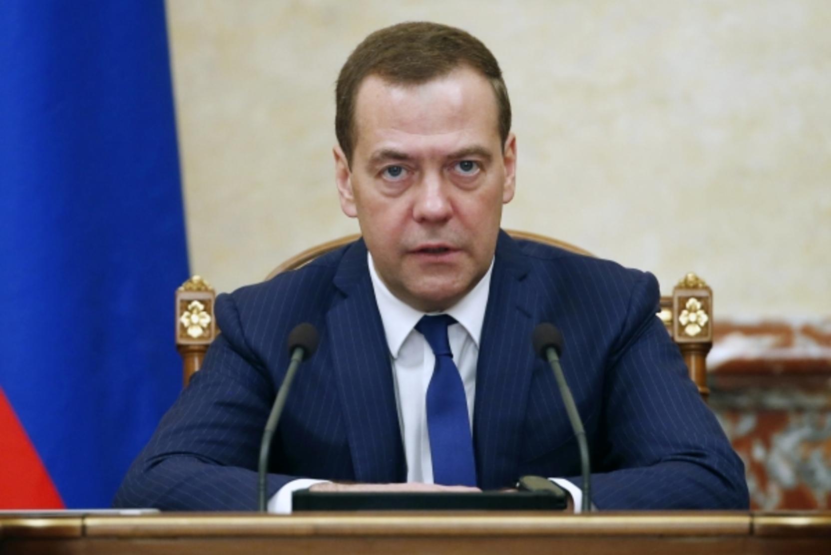 Медведев прокомментировал ситуацию вокруг Навального