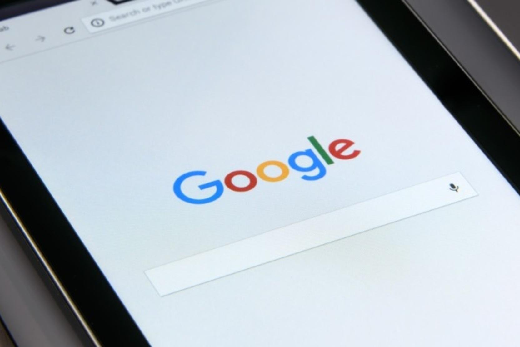 Роскомнадзор пригрозил Google замедлением трафика из-за запрещённого контента