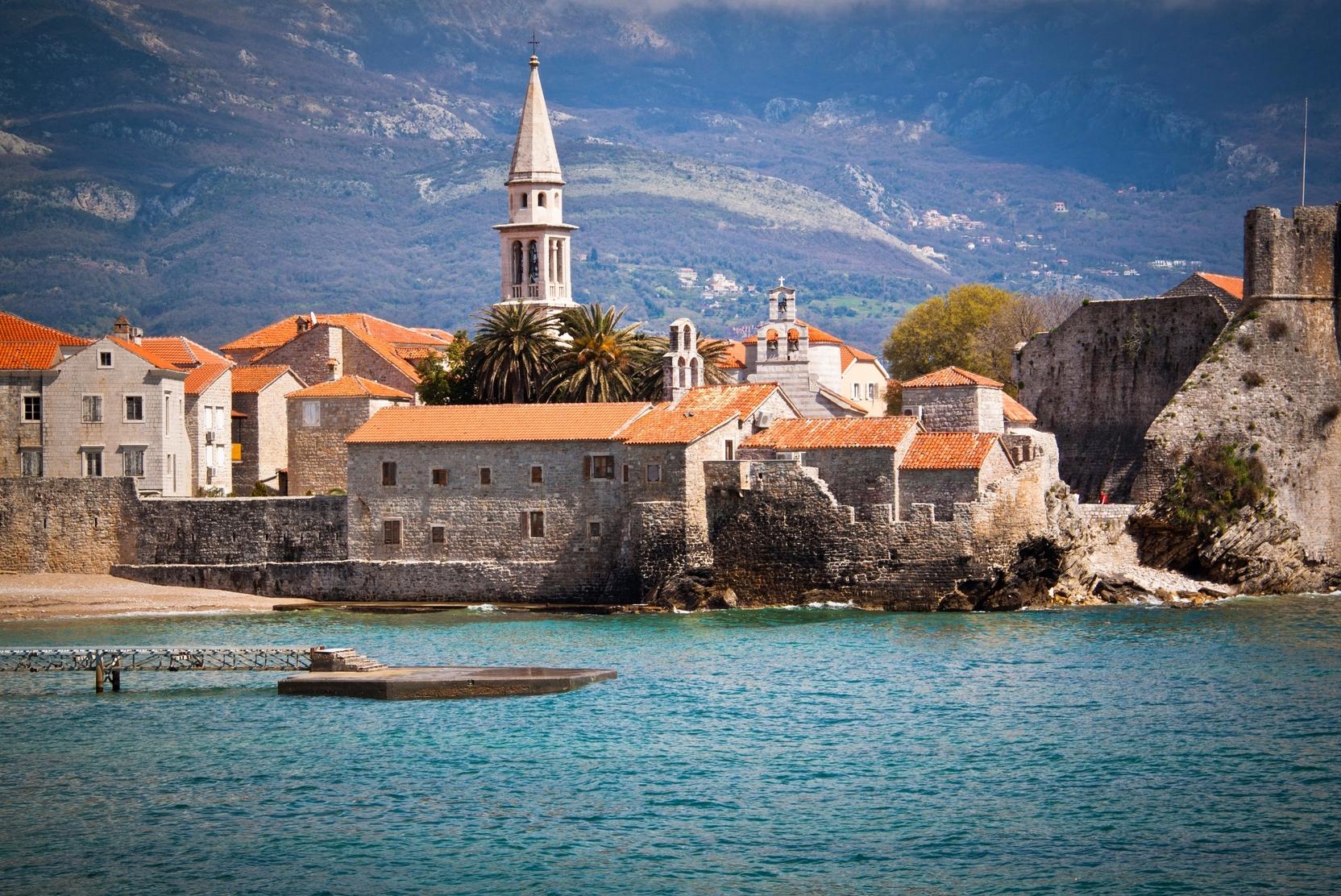 Правительство Черногории продлило безвизовый въезд для россиян