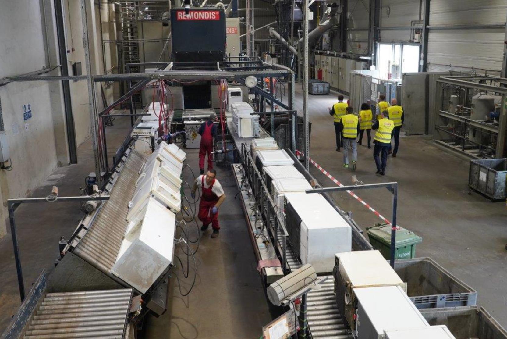Минфин отложит строительство 25 мусорных заводов в стране