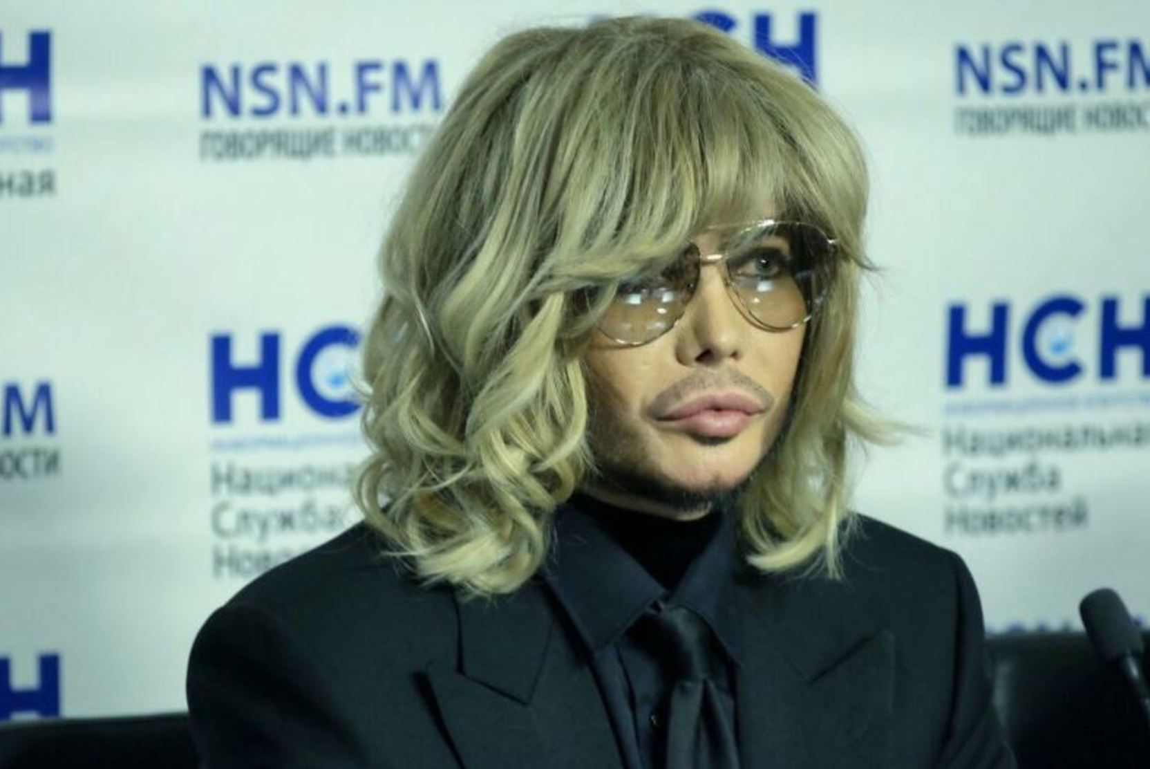 Сергей Зверев показал фото из дембельского альбома