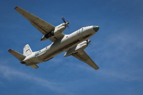 СМИ сообщили об обнаружении тела одного из членов экипажа разбившегося Ан-26
