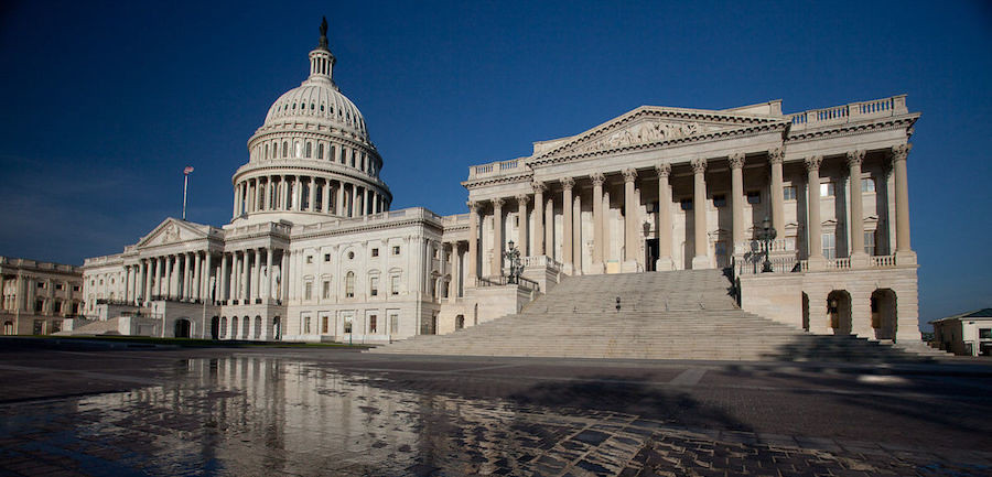 Лидер республиканцев отказался собирать Сенат США для импичмента Трампу