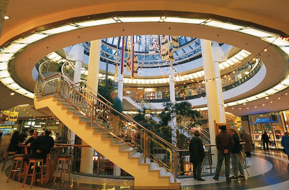 то, картинки торговых центр шикарные костюмы отражение