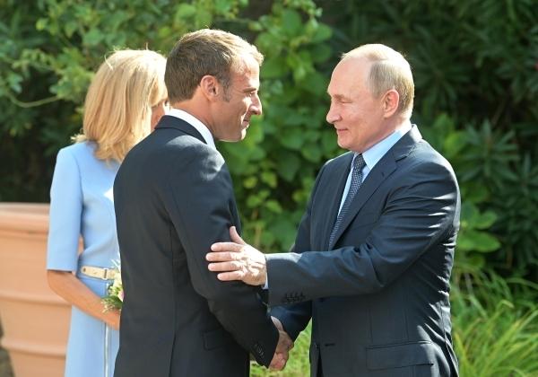Путин провел телефонный разговор с Макроном