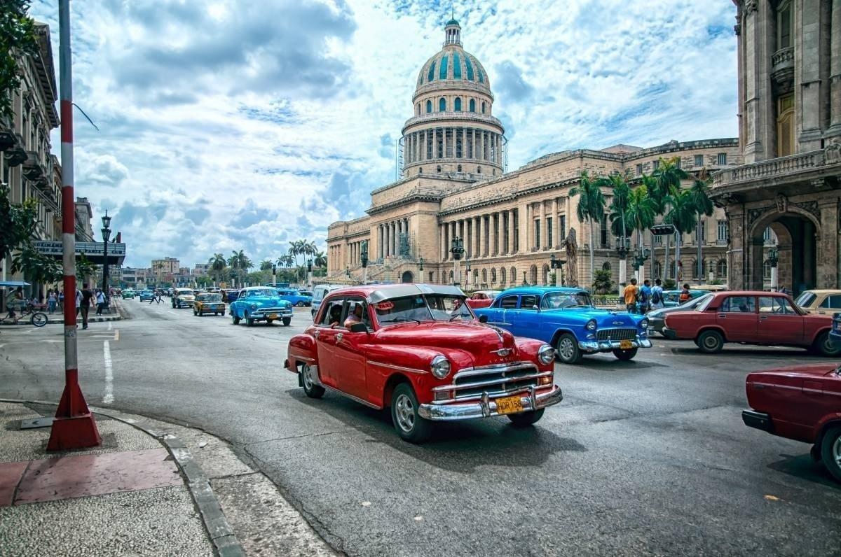Жители Кубы вышли митинг в поддержку властей страны