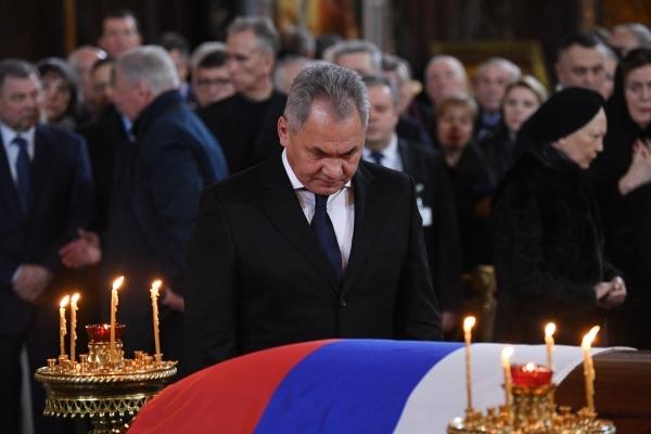 Шойгу: США и НАТО перебрасывают войска к границам европейской России