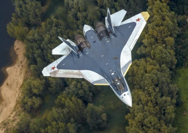СМИ: Российские военные лётчики получили первый серийный истребитель Су-57