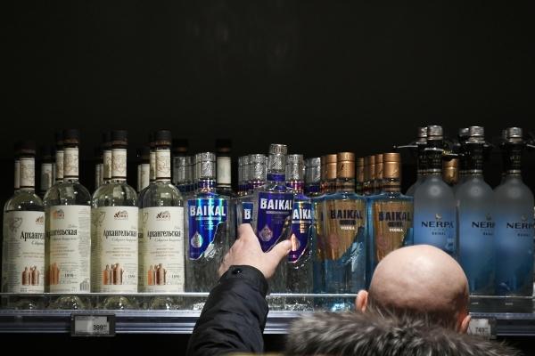 В России предложили ужесточить наказание за приобретение алкоголя детям