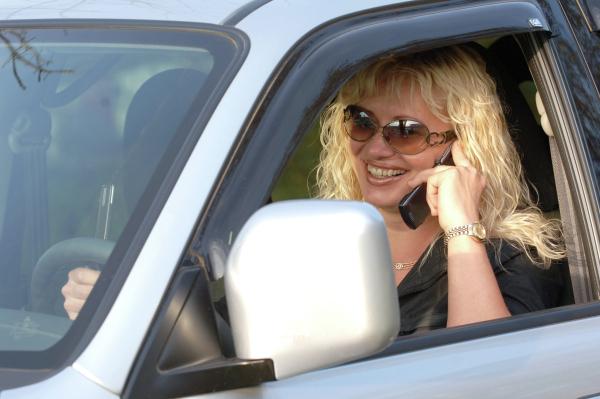 СМИ: МВД не намерено увеличивать штраф за пользование телефоном за рулём
