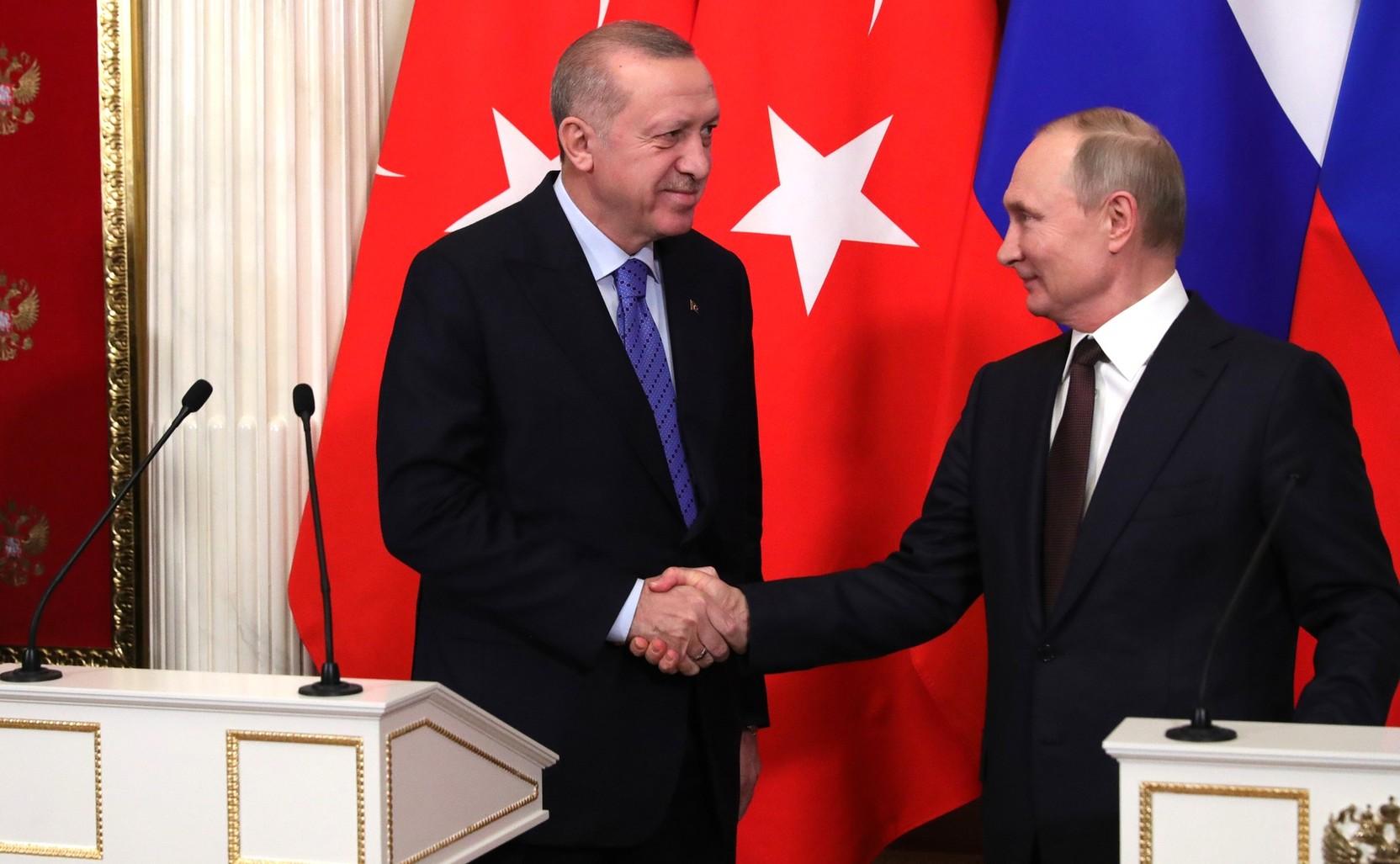 Путин обсудил с Эрдоганом поставки и производство вакцины Спутник V