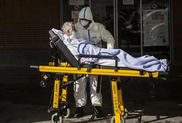 Авось да небось: Вирусолог назвал основную причину COVID-смертности
