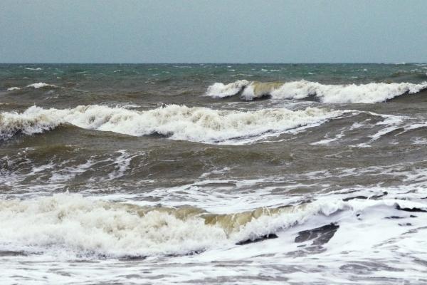 После крушения судна в Белом море спасли двух человек