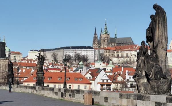 Власти Праги потребовали от посольства РФ освободить полгектара занимаемой земли