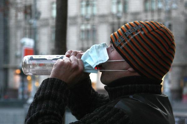 Россияне стали реже употреблять алкоголь из-за коронавируса