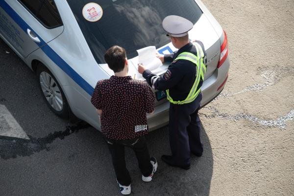СМИ: Правительство РФ обсуждает снижение нештрафуемого порога за превышение скорости