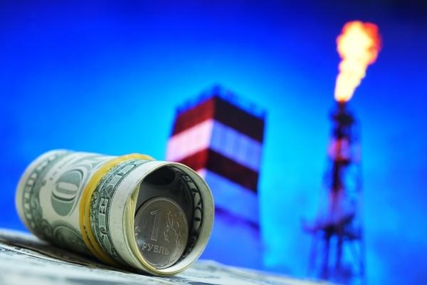 Рубль незначительно укрепился к доллару и евро