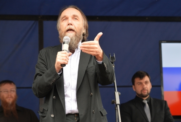 Сбежали от Порошенко. Дугин заявил о присоединении Крыма вопреки воле России