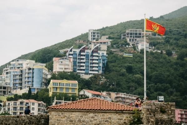 Черногория разрешила россиянам въезд без ПЦР-тестов
