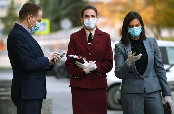 Инфекционист назвал сроки и условия окончания COVID-эпидемии в России