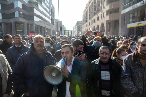 Полиция в Ереване задержала 69 протестующих у здания правительства