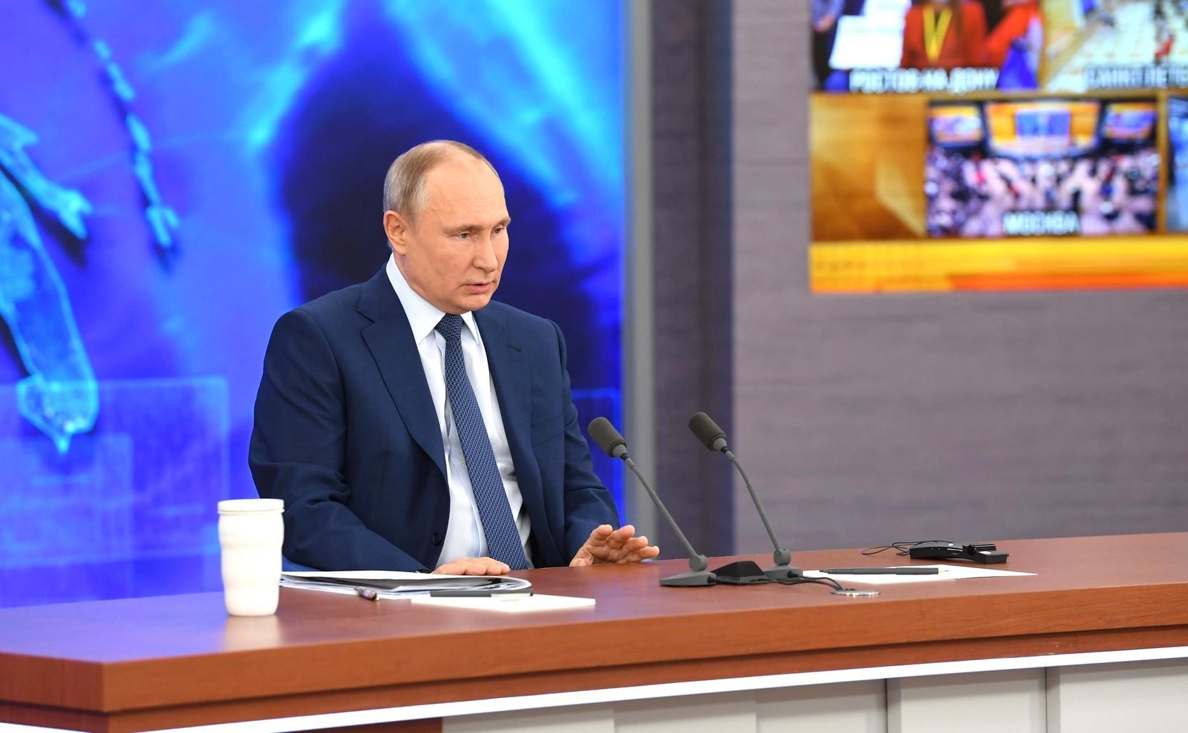 Путин поручил оперативно реагировать на размещение ракет у границ РФ