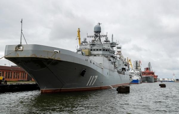 Десантные корабли Северного флота вошли в Черное море