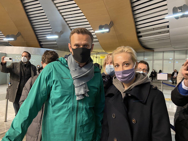 Автозак с Навальным приехал в Бабушкинский суд Москвы