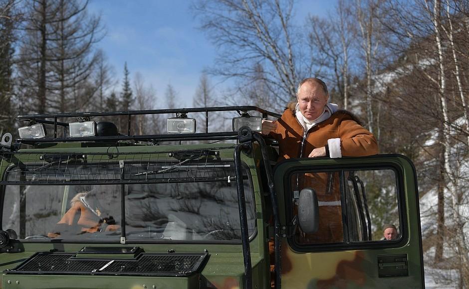 Британцев разочаровал Байден после отдыха Путина в тайге
