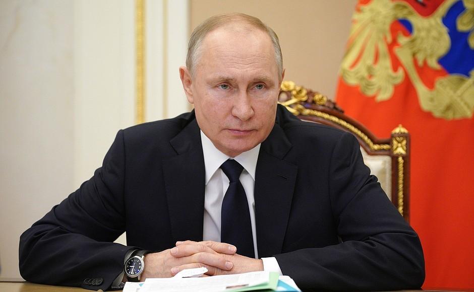 Фарс: Путин отреагировал на обвинения в причастности России к кибератакам в США