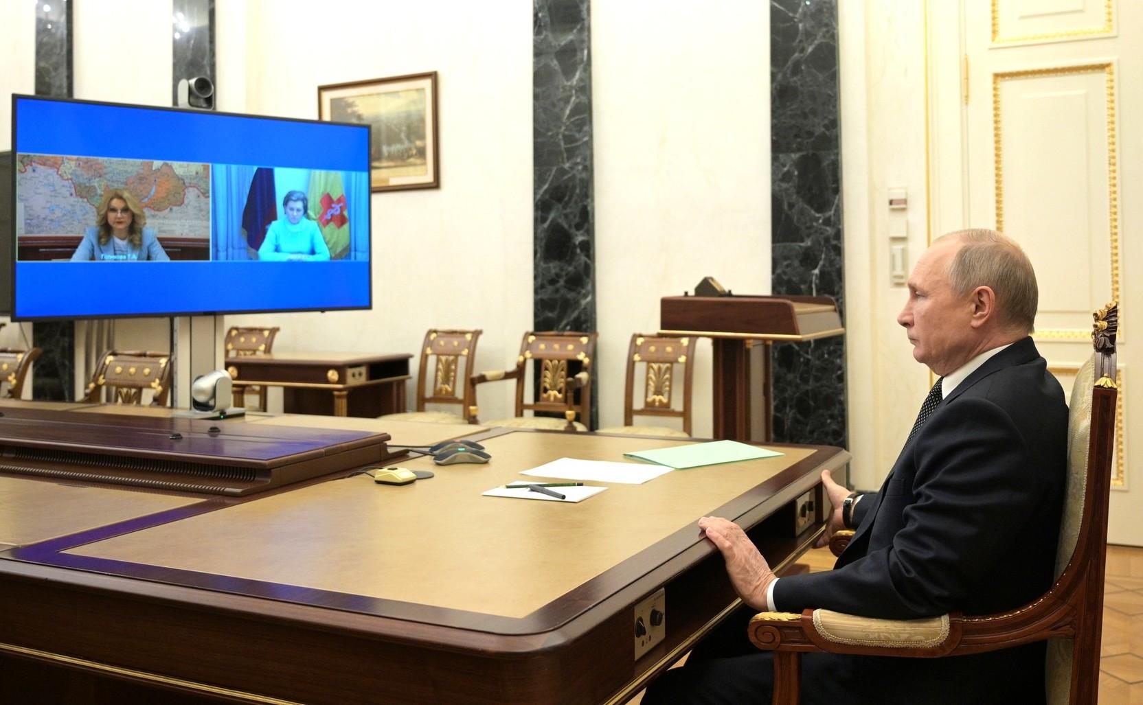 Путин против! Закрыт ли вопрос об обязательных прививках от COVID-19