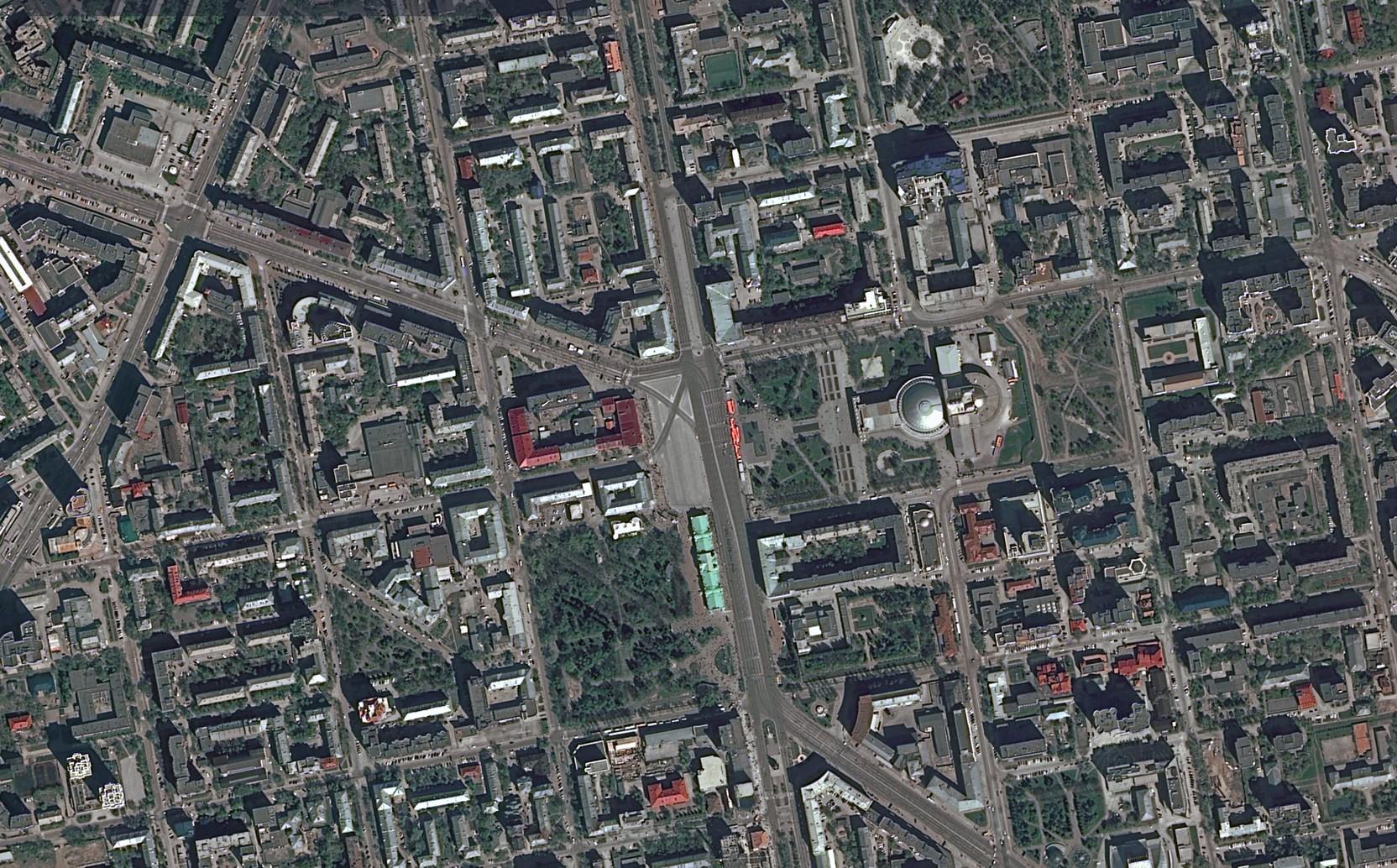 Роскосмос опубликовал космические снимки парадов Победы в городах страны