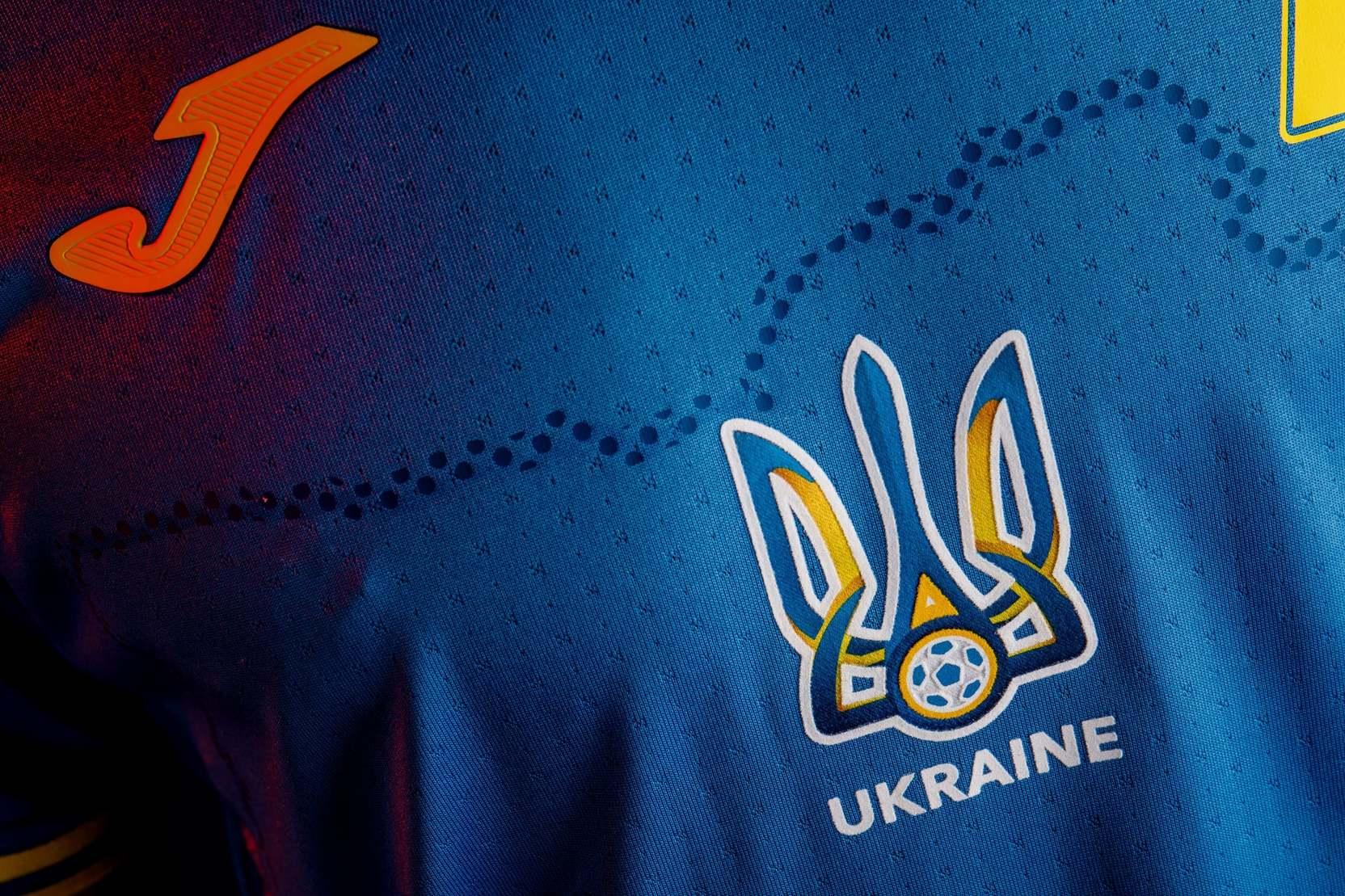 Украинский слоган Героям слава! на форме футбольной сборной будет прикрыт
