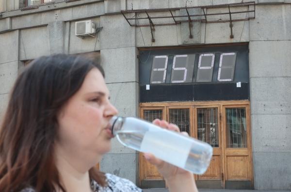 В Москве продлен оранжевый уровень погодной опасности