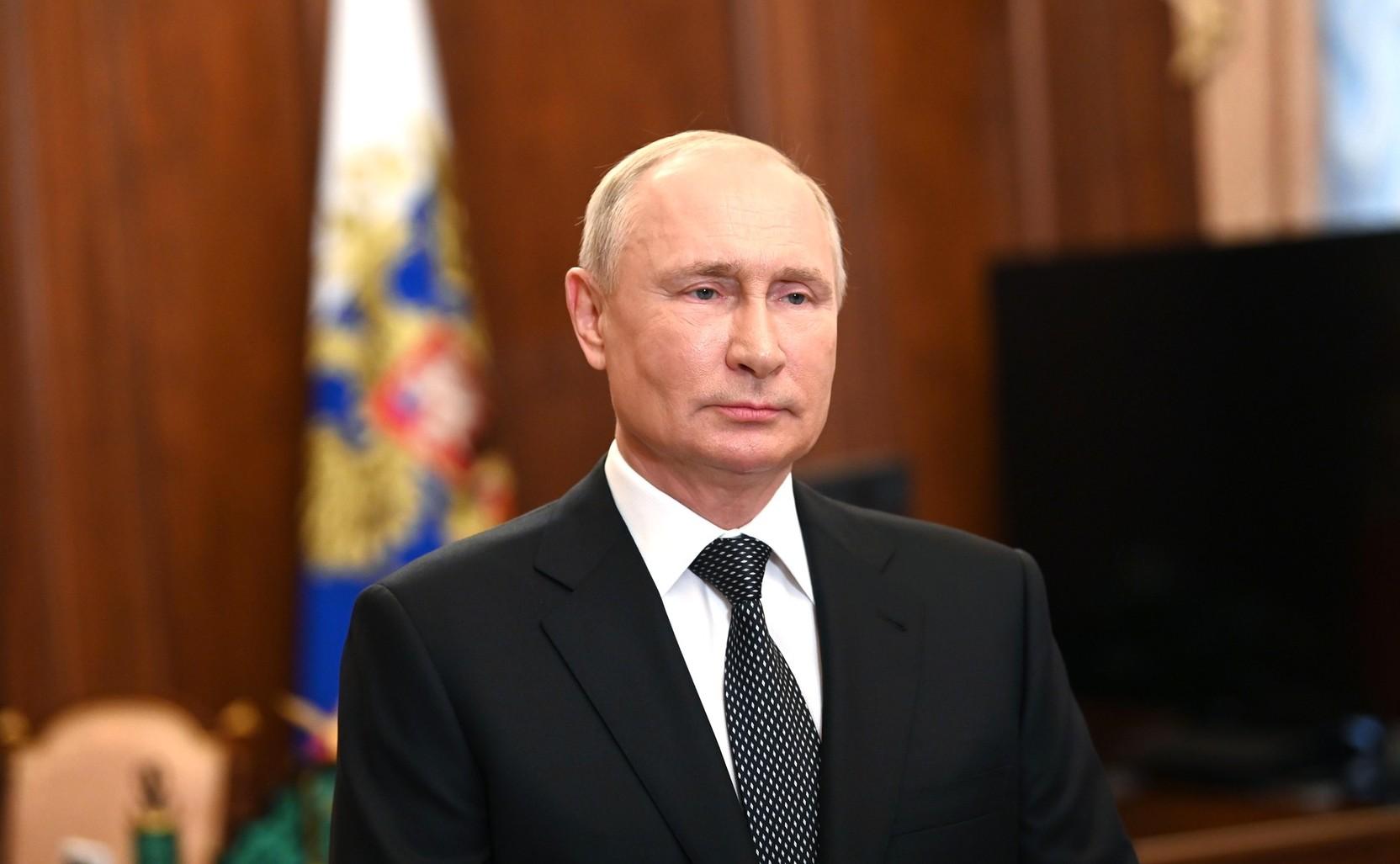 Путин заявил, что может уйти на карантин