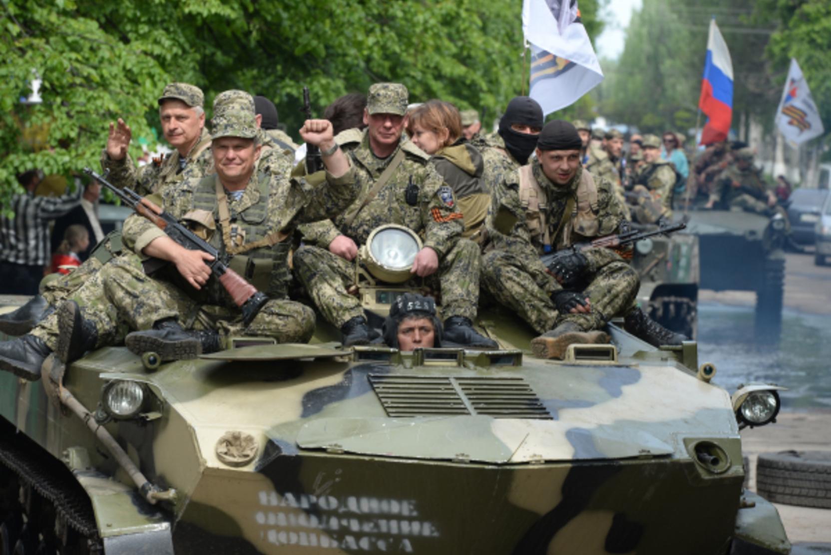 Танковый прорыв и окружение Россия и Украина стягивают силы к Донбассу