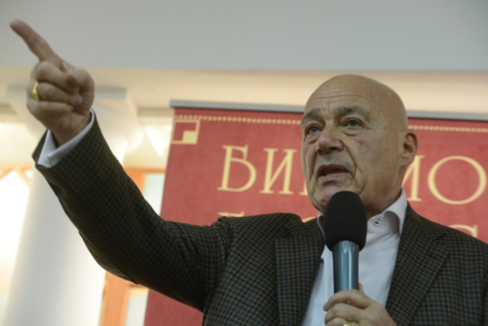 В Грузии между полицией и протестующими начались стычки из-за приезда Познера