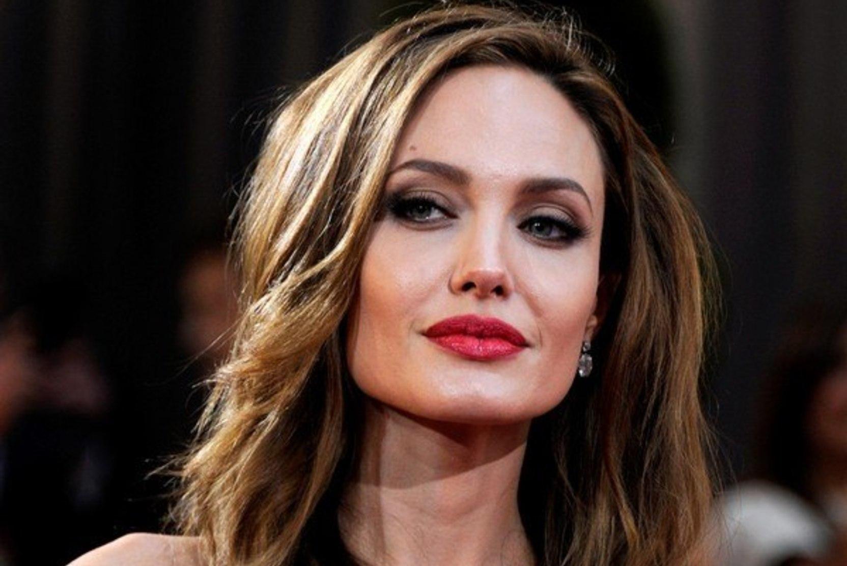 Анджелина Джоли рассказала об отвергнутых ухажерах